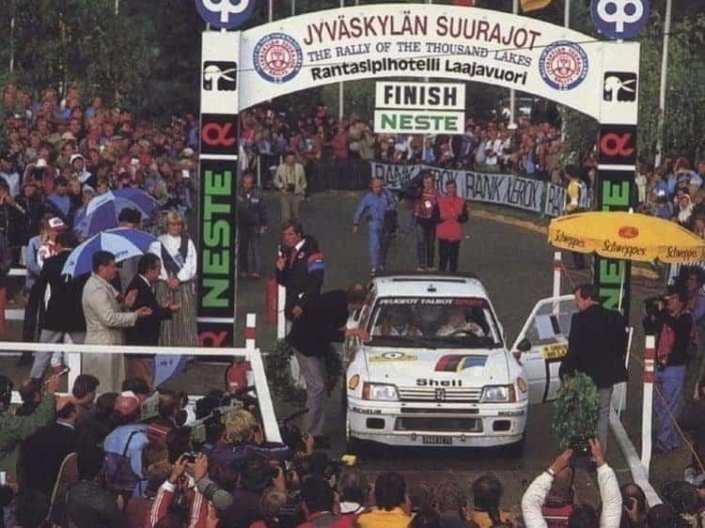 La Peugeot 205 T16 festeggia il primo successo al 1000 Laghi 1984