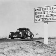 La Porsche 356 1500 S Cabrio in uno dei primissimi successi nel 1952