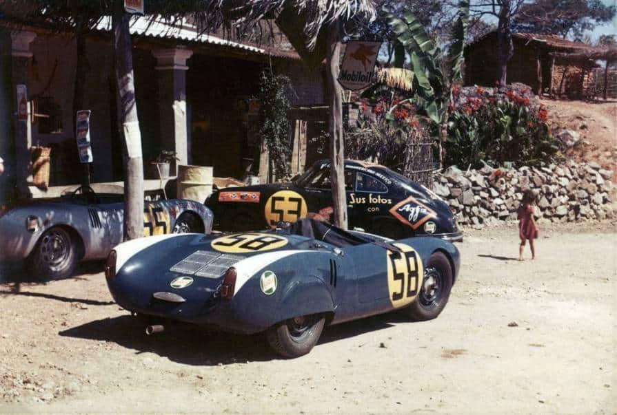 La Porsche 550 Spyder di Hans Herrmann (55), quella di Fernando Segura (58) e a fianco la Porsche 356