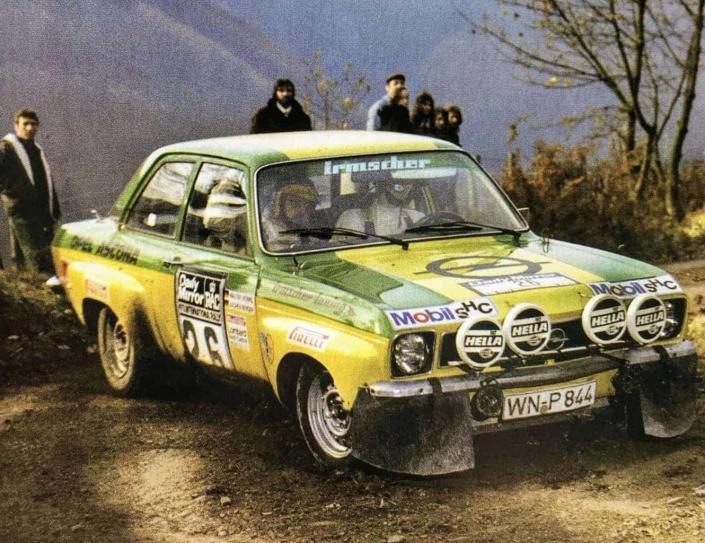 Walter Rohrl frusta la Opel Ascona 400