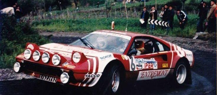 La Ferrari 308 GTB in azione sull'asfalto