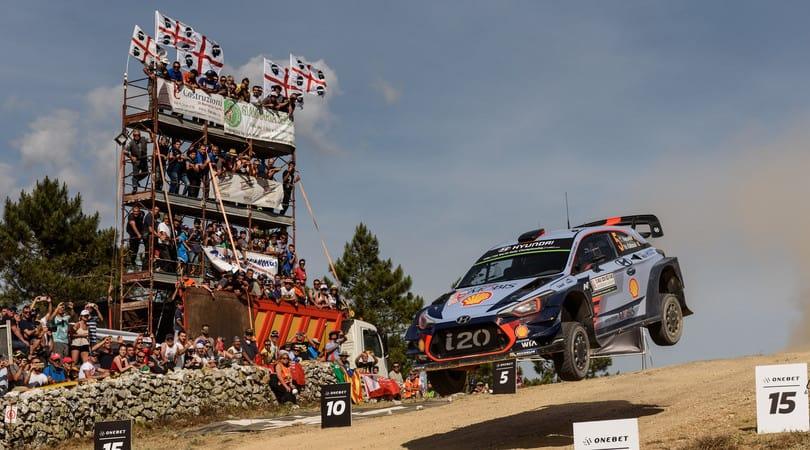 L'iconico salto del Rally Italia Sardegna