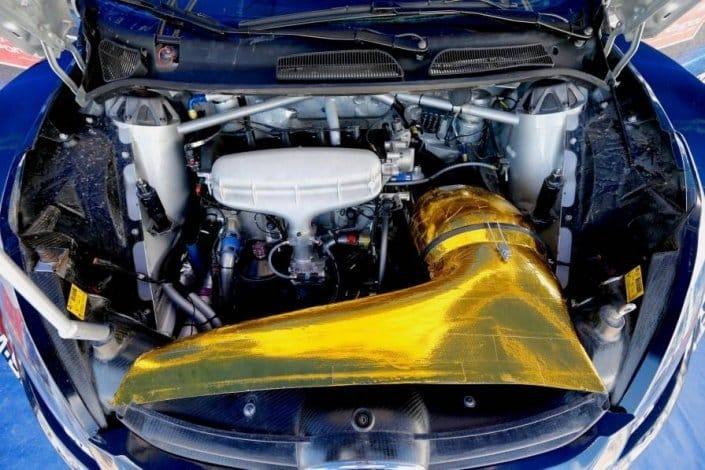 Il motore di una WRC 2016 con in evidenza il turbocompressore