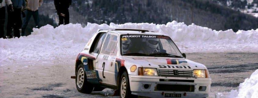 Ari Vatanen con la Peugeot 205 T16 al Rally MonteCarlo 1985