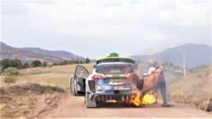 La Ford Fiesta WRC di M-Sport in fiamme al Rally del Messico