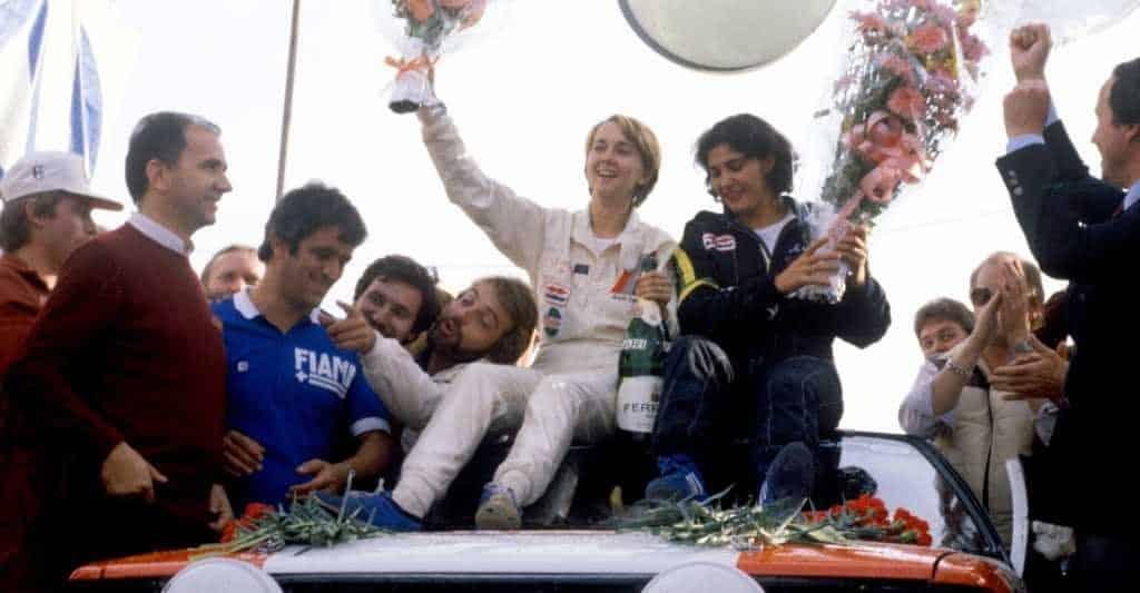 Fabrizia Pons e Michèle Mouton festeggiano la storica vittoria all'edizione 1981 del Sanremo