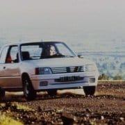 Un'immagine d'epoca dei test della Peugeot 205 Rallye