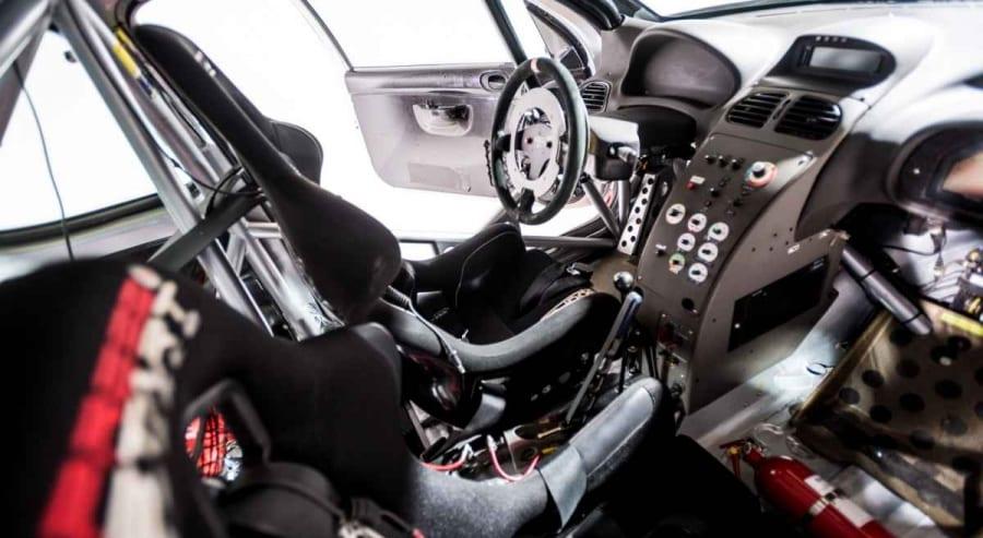 Vista degli interni della Peugeot 206 WRC C31