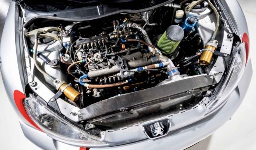 Una panoramica del propulsore della Peugeot 206 WRC C31