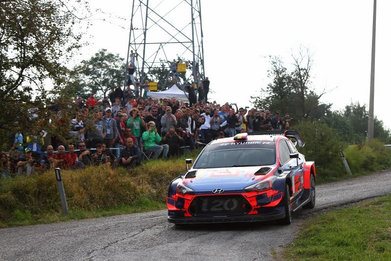 Thierry Neuville impegnato a Rallylegend