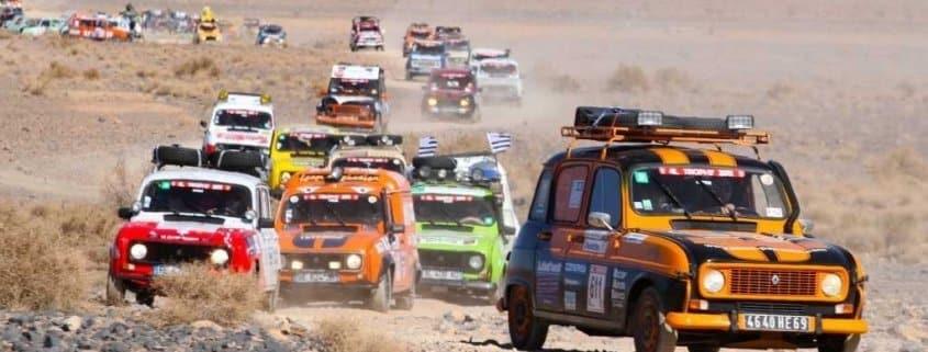 Una carovana di Renault 4 Trophy al Rally del Marocco